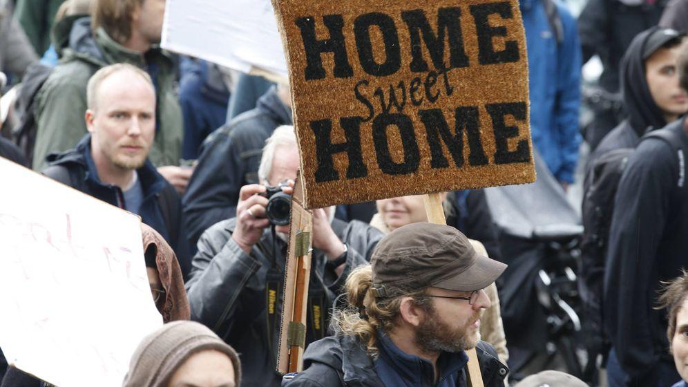 Foto: Manifestantes durante una protesta contra las subidas en los precios del alquiler, en Berlín, el 14 de abril de 2018. (Reuters)