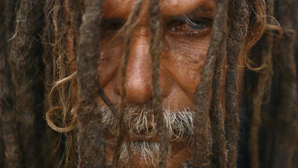 Foto: El hombre asegura que no se corta el pelo desde hace 40 años por voluntad divina (Reuters/Navesh Chitrakar)