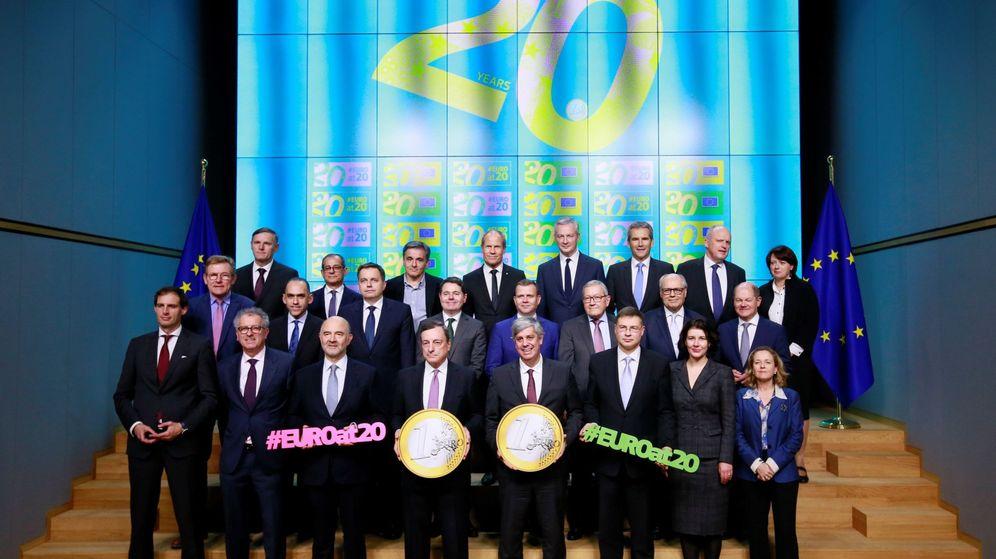 Foto: Los ministros de Finanzas de la Eurozona posan para una fotografía durante reunión de ministros de Economía y Finanzas