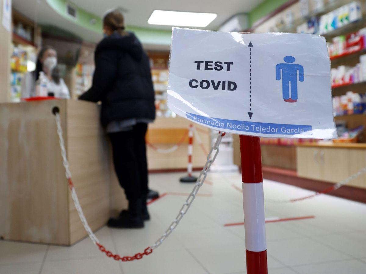 Foto: Farmacias y clínicas dentales de la Comunidad de Madrid pueden hacer test de antígenos desde hoy. (EFE)