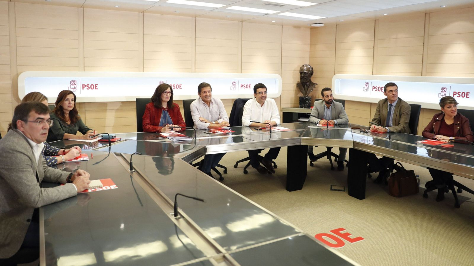 Foto: Reunión de la comisión gestora del PSOE en la sede del partdo. (EFE)
