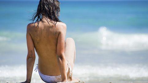 La fauna que acecha en nuestras playas a una mujer en 'topless'