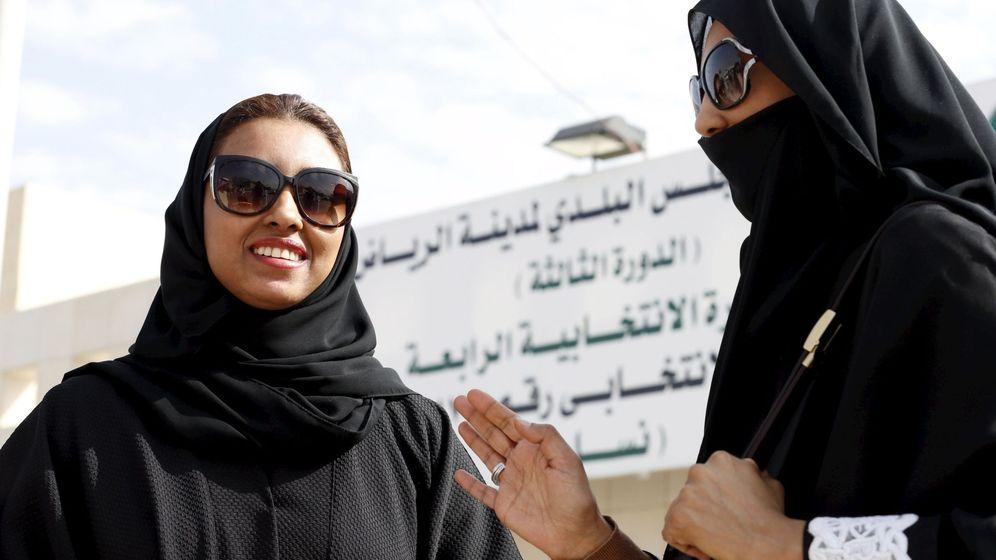 Foto: Mujeres participan por primera vez en unos comicios en Arabia Saudí (REUTERS)