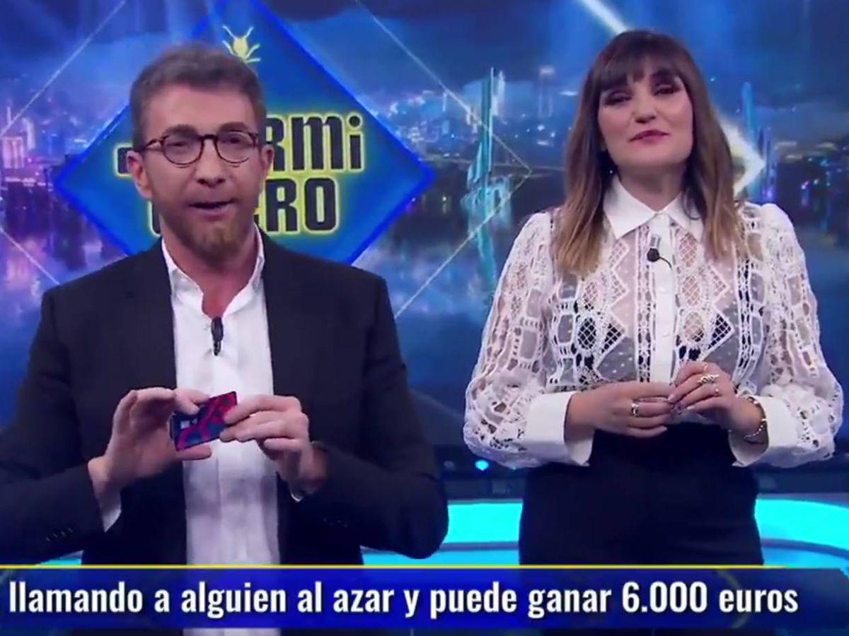 Foto: Pablo Motos y Rozalén, en 'El hormiguero'. (Antena 3)