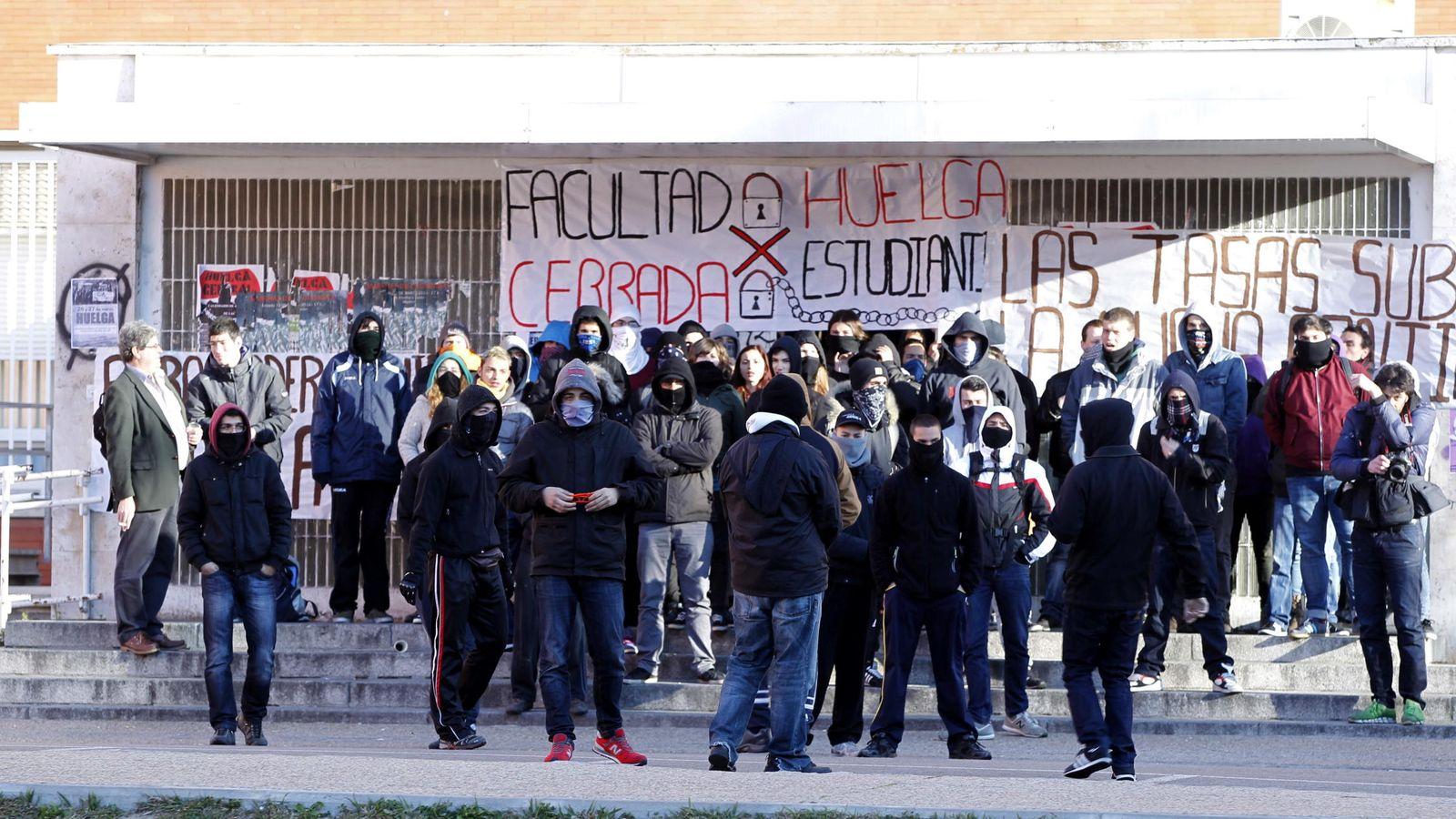 Foto: Huelga de estudiantes contra la subida de tasas en la Universidad Complutense de Madrid. (EFE)