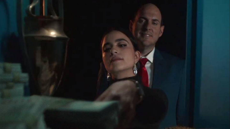 Andrés Parra y Karla Souza en 'El presidente'. (Amazon)