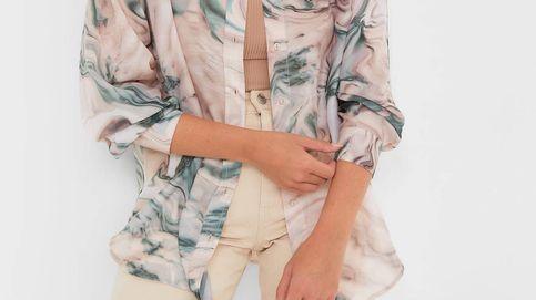 El estampado mármol es tendencia y Stradivarius lo confirma con estas camisas