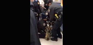 Post de El vídeo que escandaliza a EEUU: detienen a una mujer con un bebé en brazos