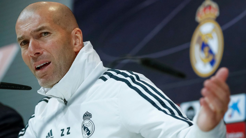 Zidane con gesto vehemente en la sala de prensa. (EFE)