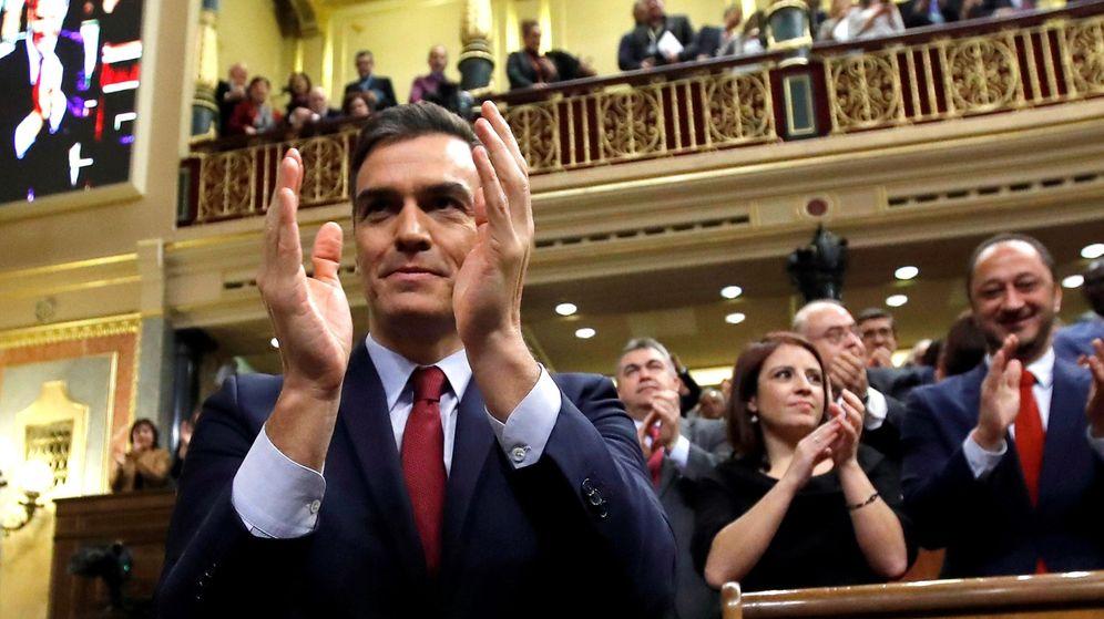 Foto: Pedro Sánchez, tras ser elegido presidente del Gobierno. (EFE)