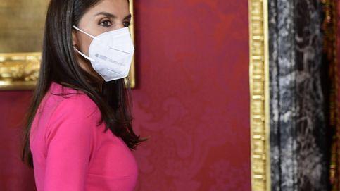 Letizia, de almuerzo en el Palacio Real: un aplaudido vestido y unos misteriosos pendientes