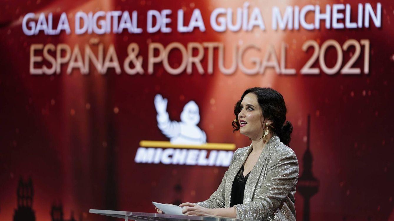 Isabel Ayuso se viste de reina de musical y Cayetana Guillén de princesa Disney