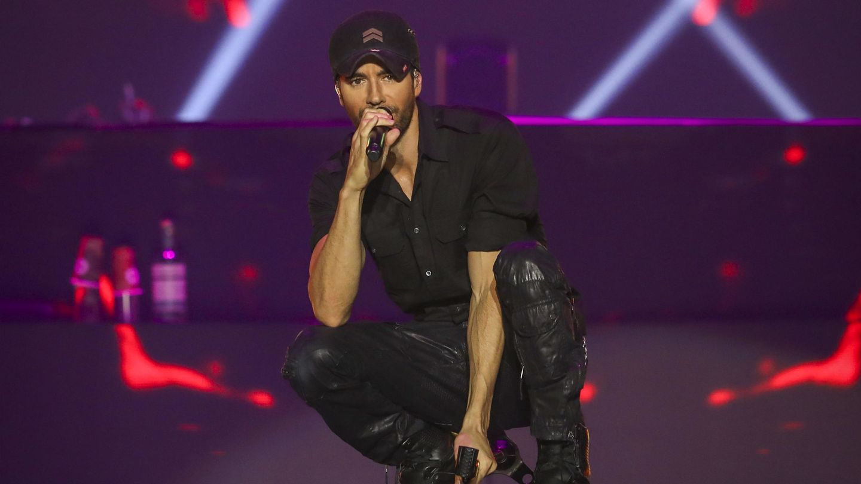 El cantante Enrique Iglesias, durante un concierto en Portugal. (EFE)