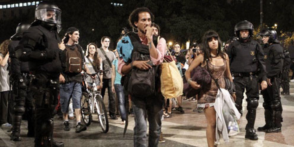 Foto: Desmantelan la acampada de los 'indignados' de la plaza Cataluña
