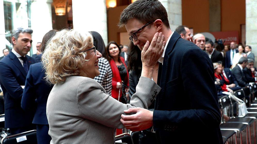 Foto: La alcaldesa de Madrid, Manuela Carmena, y el diputado de Podemos Iñigo Errejón, durante el acto conmemorativo de la Fiesta del 2 de Mayo. (EFE)
