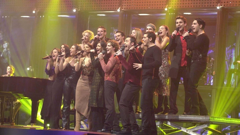 Los concursantes de 'OT 1' interpretando 'Mi música es tu voz'. (TVE)