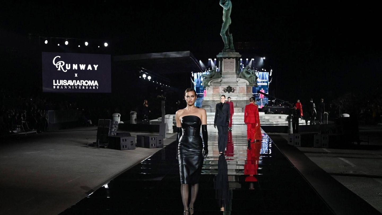La modelo durante el desfile por el 90° aniversario de LuisaViaRoma, en el marco de Pitti Immagine Uomo, en Florencia.  (EFE)