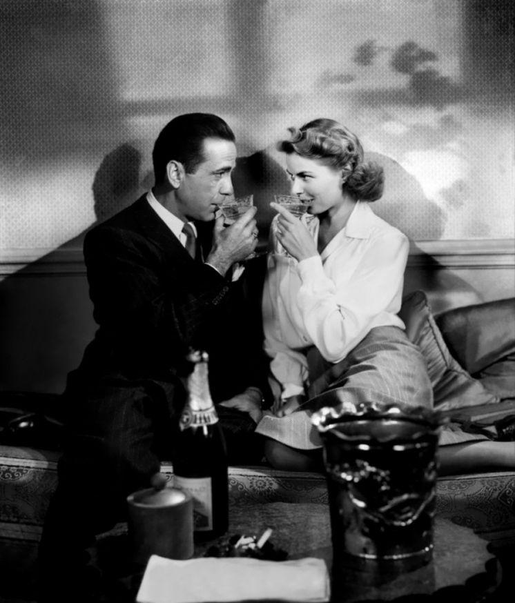 Foto: Bogart (Rick) y Bergman (Ilsa) brindando en Casablanca