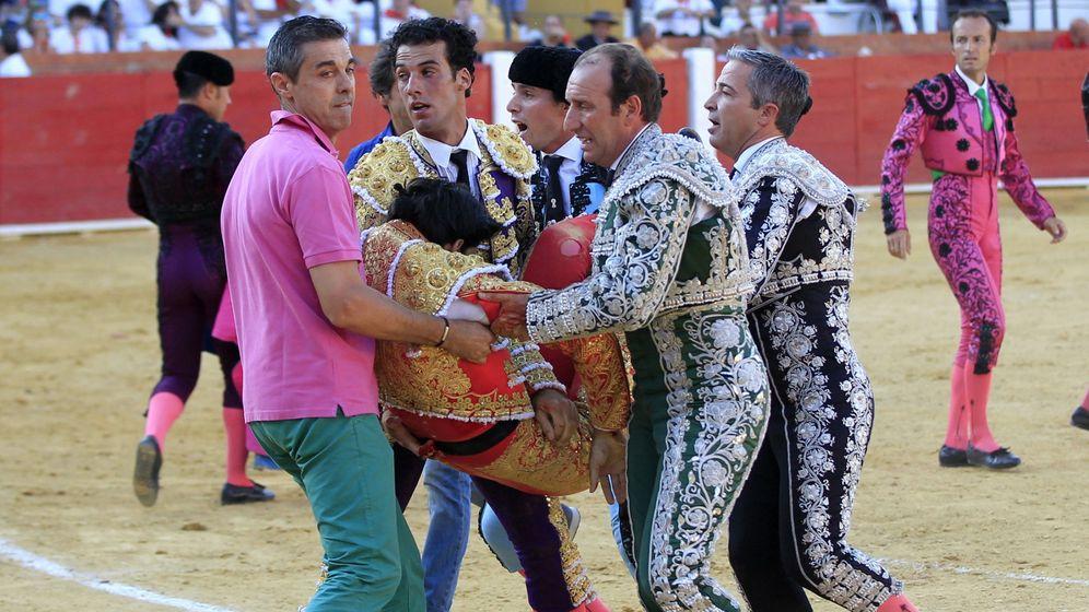 Foto: Víctor Barrio, tras ser corneado mortalmente en Teruel. (EFE)