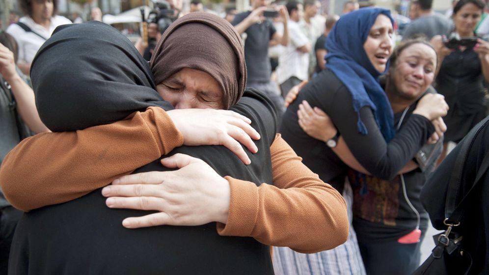 Foto: Minuto de silencio de la comunidad musulmana en ripoll