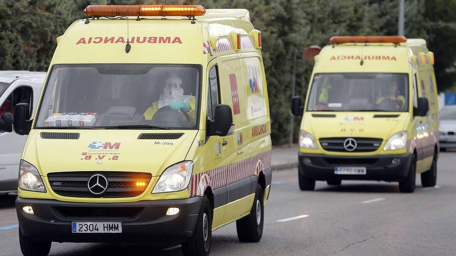 Foto: Una ambulancia circula por la carretera - Archivo. (Reuters)