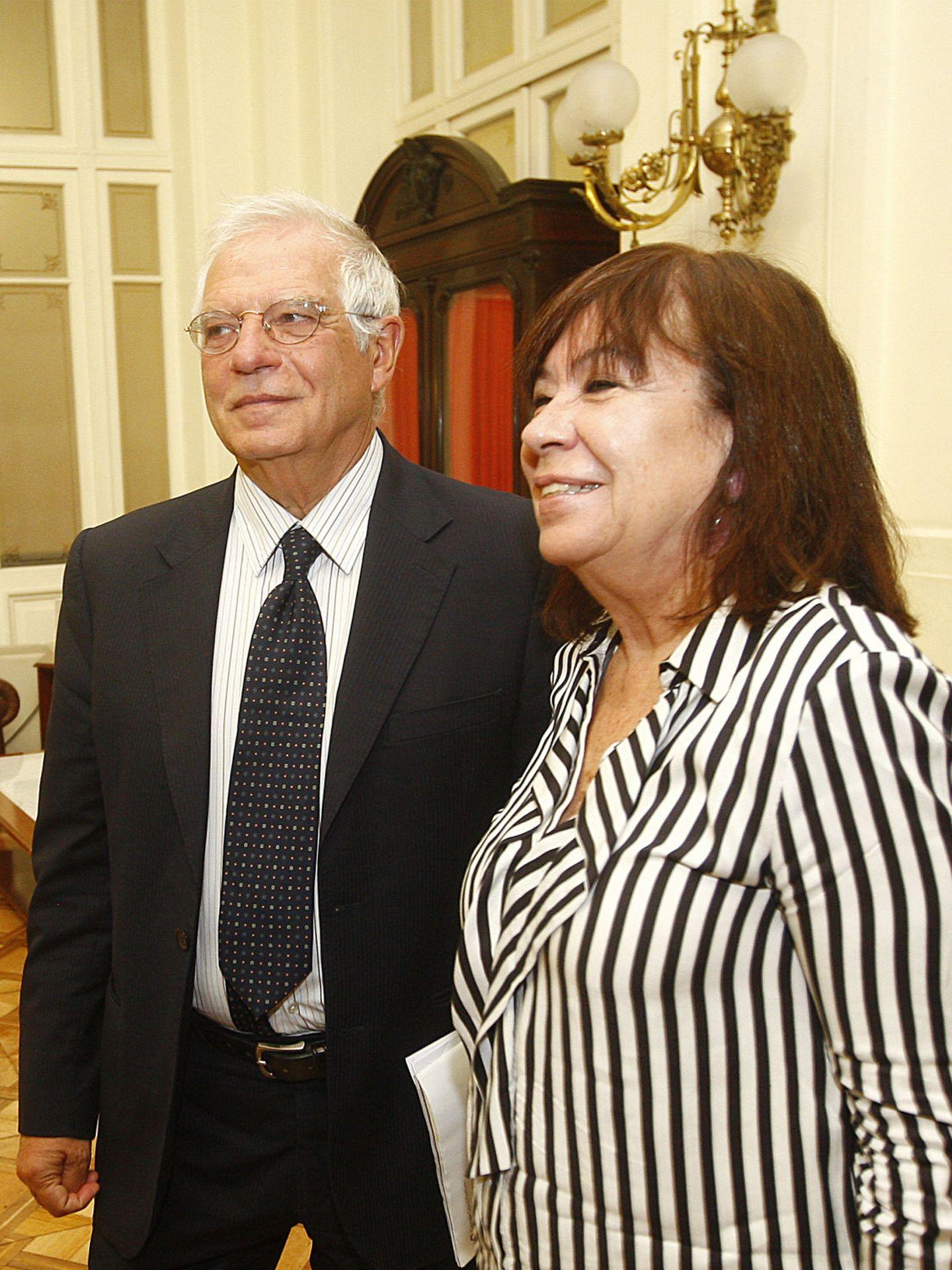 El expresidente del Parlamento Europeo Josep Borrell y su pareja Cristina Narbona, en 2017. (EFE)