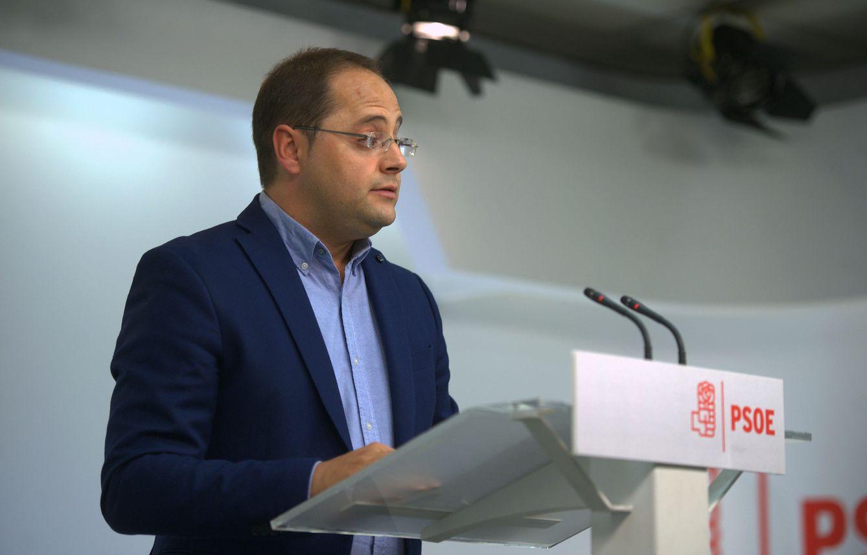 César Luena, secretario de Organización del PSOE, el pasado 25 de septiembre en la sede de Ferraz. (EFE)