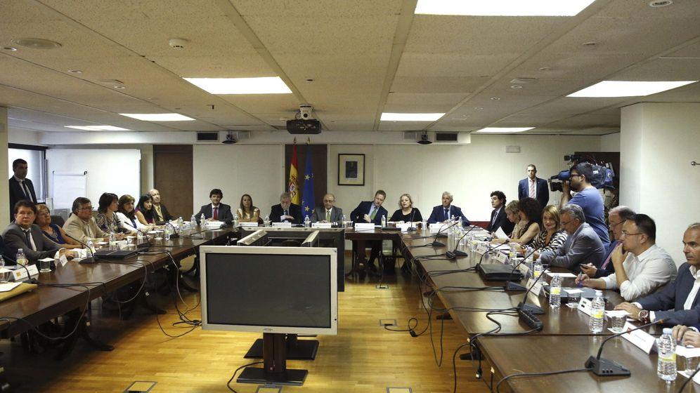 Foto: Mesa de la Administración General del Estado (AGE). (EFE)