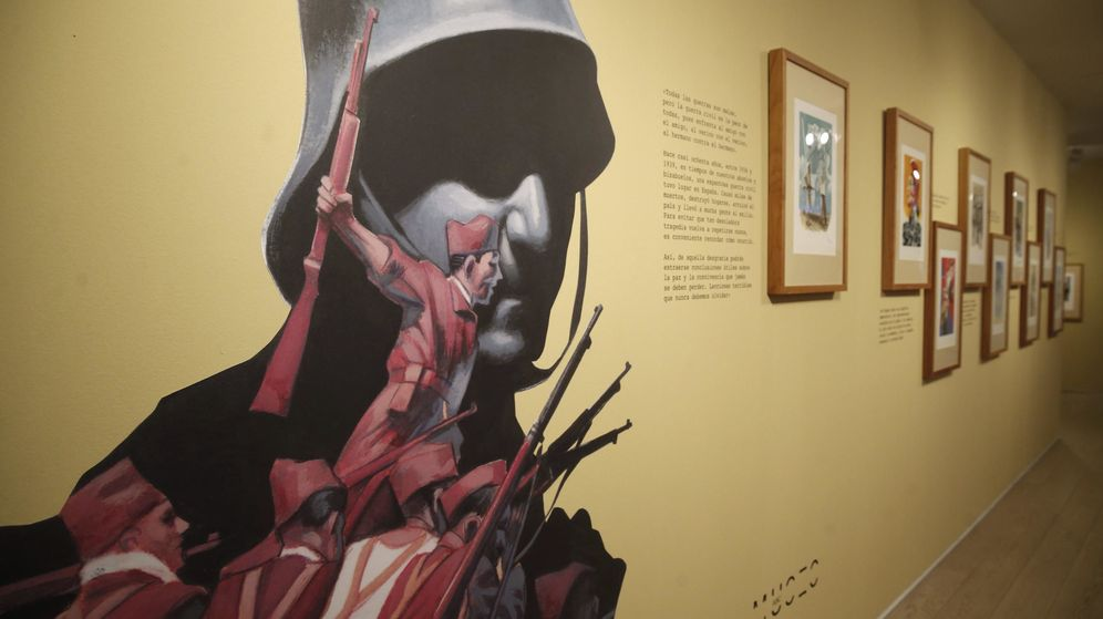 Foto: Presentación del libro La guerra civil contada a los jóvenes de Arturo Pérez-Reverte. (EFE)