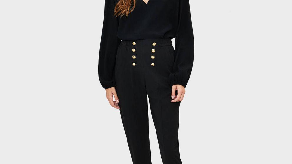 Esta blusa negra de Bershka de 10 euros hará maravillas en tus looks para la oficina