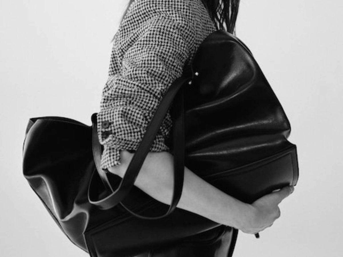Foto: El bolso negro de Mango. (Cortesía)