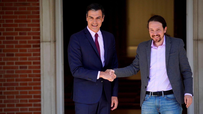 Pedro Sánchez y Pablo Iglesias, en el Palacio de la Moncloa. (Reuters)