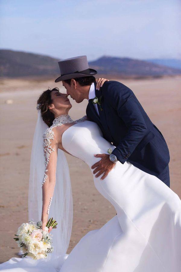bodas de famosos: el romántico álbum de boda de paz padilla y
