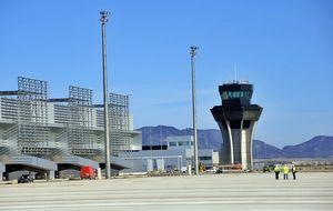 Valcárcel, sin ofertas, devuelve el aeropuerto fantasma a Sacyr