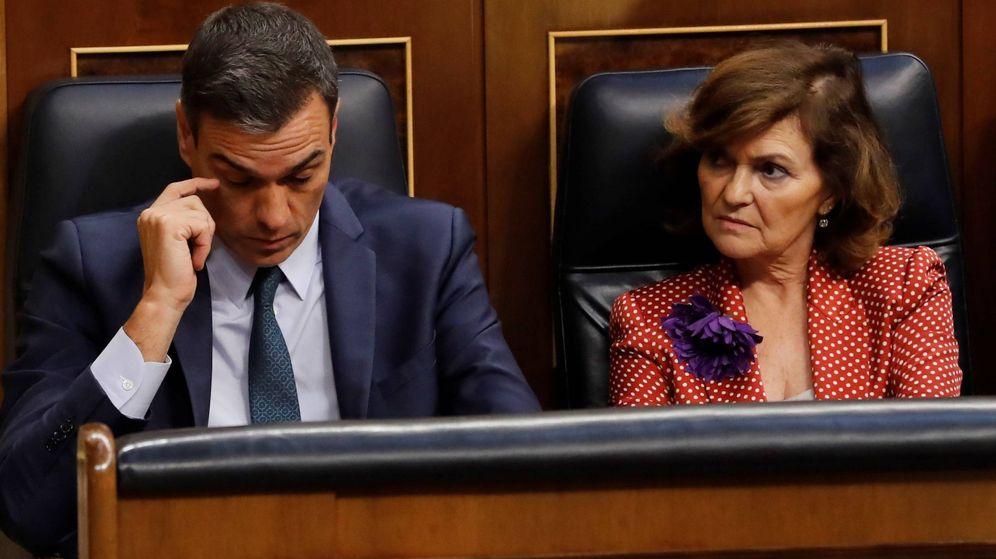 Foto: Pedro Sánchez y Carmen Calvo, durante la sesión de investidura fallida. (EFE)
