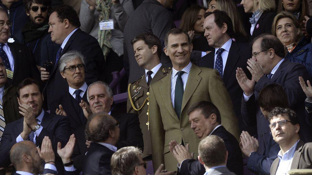 Foto: Felipe VI a su llegada al estadio (EFE/Nacho Gallego).