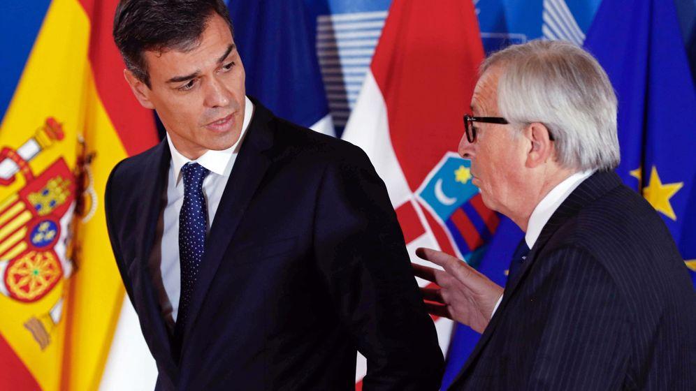 Foto: Pedro Sánchez durante su encuentro con Jean-Claude Juncker en Bruselas (REUTERS)