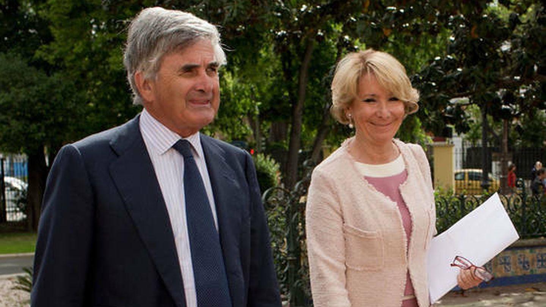 Fernando Ramírez de Haro y su esposa, Esperanza Aguirre. (Getty)