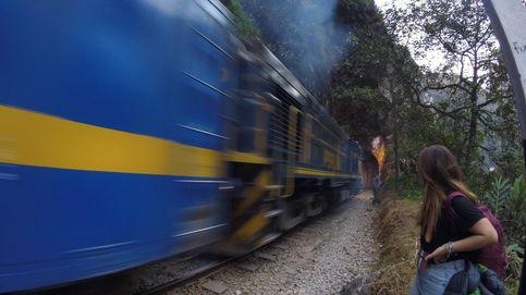La sorprendente ruta entre montañas por las vías del tren que llevan a Machu Picchu