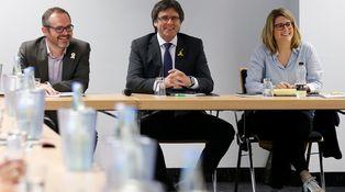 El penúltimo farol de Carles Puigdemont y sus costaleros