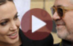Así pide Angelina Jolie un papel a Pedro Almodóvar