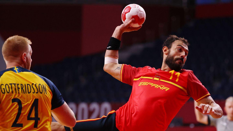 Tokyo 2020 Olympics - Handball - Men - Quarterfinal - Sweden v Spain - Yoyogi National Stadium - Tokyo, Japan - August 3, 2021. Daniel Sarmiento of Spain in action REUTERS Susana Vera