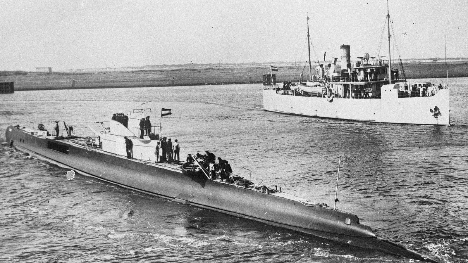 Foto: El HNLMS K XVII, junto al HNKMS Medusa, en las costas asiáticas. (CC/Nationaal Archief)