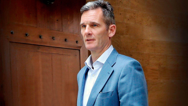Iñaki Urdangarin, a las puertas de su casa suiza. (EFE)