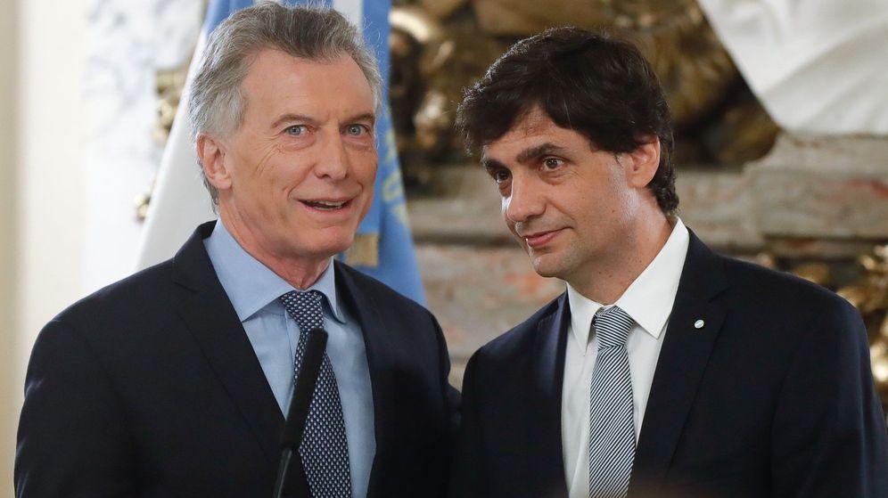 Foto: El presidente de Argentina, Mauricio Macri, (izquierda) junto al ministro de Hacienda, Hernán Lacunza. (EFE)
