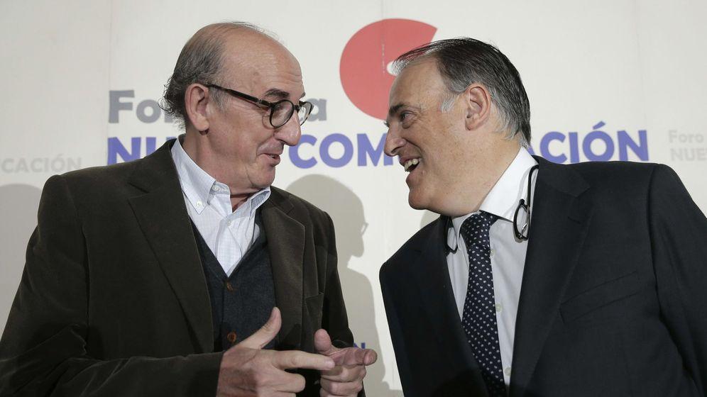 Foto: El socio de Mediapro, Jaume Roures (i), y el presidente de LaLiga, Javier Tebas. (EFE)
