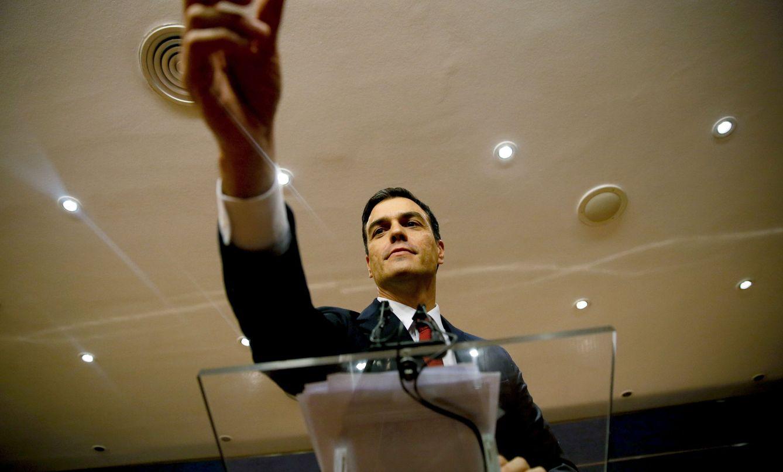 Foto: Pedro Sánchez, en rueda de prensa en el Congreso tras ser propuesto por el Rey como candidato a la investidura. (EFE)