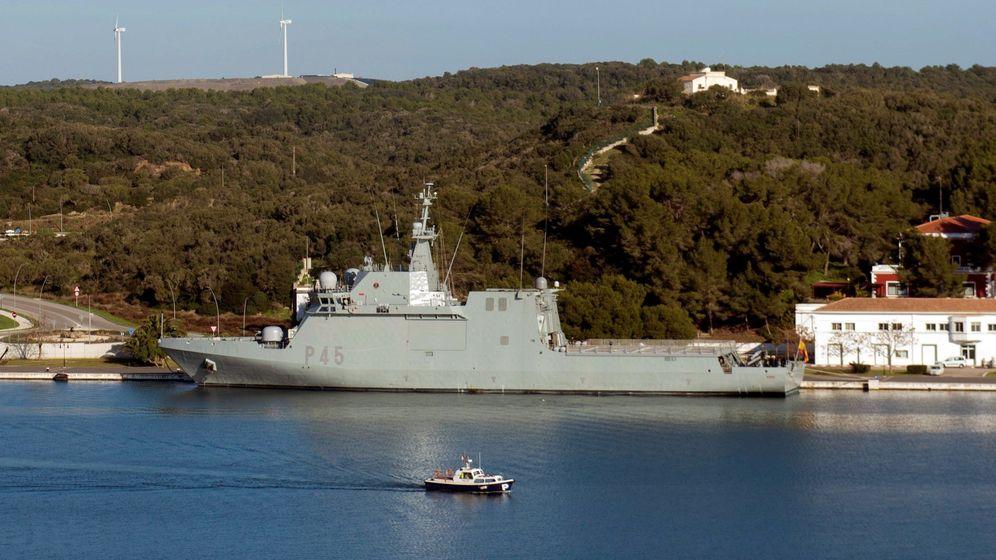 Foto: El buque Audaz de la Armada, estacionado en Mahón. (EFE)