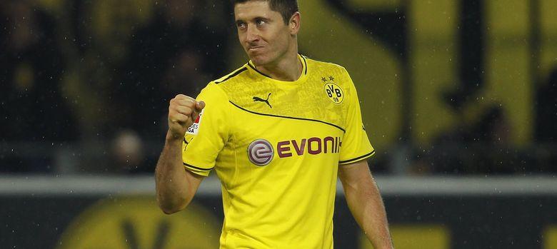 Foto: Robert Lewandowski celebra un gol con el Borussia de Dortmund esta temporada.