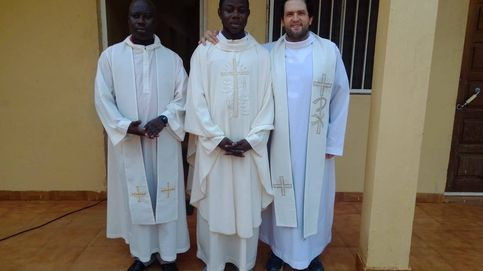 Ruta contra el coronavirus por Guinea-Bissau: dos curas, una furgoneta y altavoces